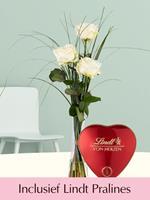 Surprose Drie witte rozen inclusief glasvaas en Lindt Pralines | Rozen online bestellen & versturen | .nl
