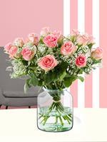15 roze rozen met gipskruid | Rozen online bestellen & versturen | .nl