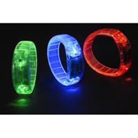 Bellatio Gekleurde armband met LED licht blauw