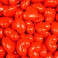 100x Rode kunststof harten decoraties 9 cm Rood