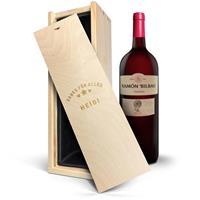 YourSurprise Wijn in gegraveerde kist - Ramon Bilbao Crianza (Magnum)