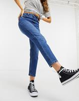 New Look - Taille-accentuerende mom jeans in blauw