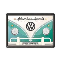 Fiftiesstore Volkswagen Bulli Adventure Awaits - Metalen Postkaart