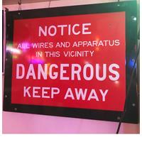 Fiftiesstore Notice All Wires And Apparatus In This Vicinity Dangerous Keep Away Emaille Bord - Origineel