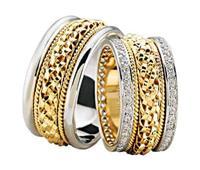 Christian Trouwringen speciale vlecht met diamanten geel goud