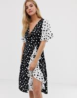 Influence - Midi-jurk met rok met franjes en overslag aan de voorkant in mix and match stippenprint - Black & white polka