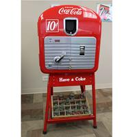 fiftiesstore 1948 VMC 27 Coke On A Pipe Stand Bottle Vending Machine - Gerestaureerd - Consignatie