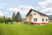 Sfeervol vakantiehuis in Tröpolach met een zwembad en tuin