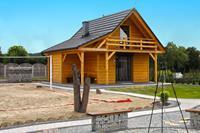Een houten, milieuvriendelijk huis aan het Goszcza-meer. Woonkamer 2 slaapkamers