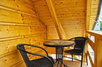 Houten vakantiehuis aan het Goszcza-meer met tuin