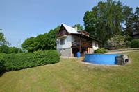 Knus chalet met prive zwembad en omheinde tuin. Uitzicht op de Trosky Burcht!