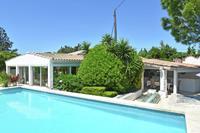 Vrijstaand vakantiehuis met privézwembad en tuin met buitenkeuken in Frankrijk