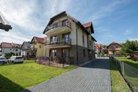 Comfortabel appartement in een houten huisje bij de zee in Krynica Morska