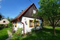Gezellig vakantiehuis in Knežice met grote verzorgde tuin