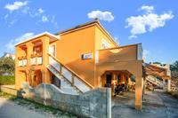 Modern appartement in Vir met tuin