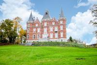 Indrukwekkend kasteel in Gesves met een mooie privétuin