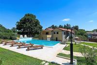 Comfortabele villa met grote tuin, privé zwembad en zomerkeuken nabij Pazin