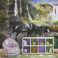Fotobehang - Paard op de voorgrond van waterval , zwart groen